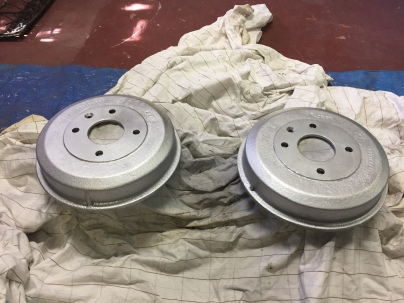 Rear drums painted in silver high temp paint. Originally these were black but I'm trying silver to see if they look better under the superlites.